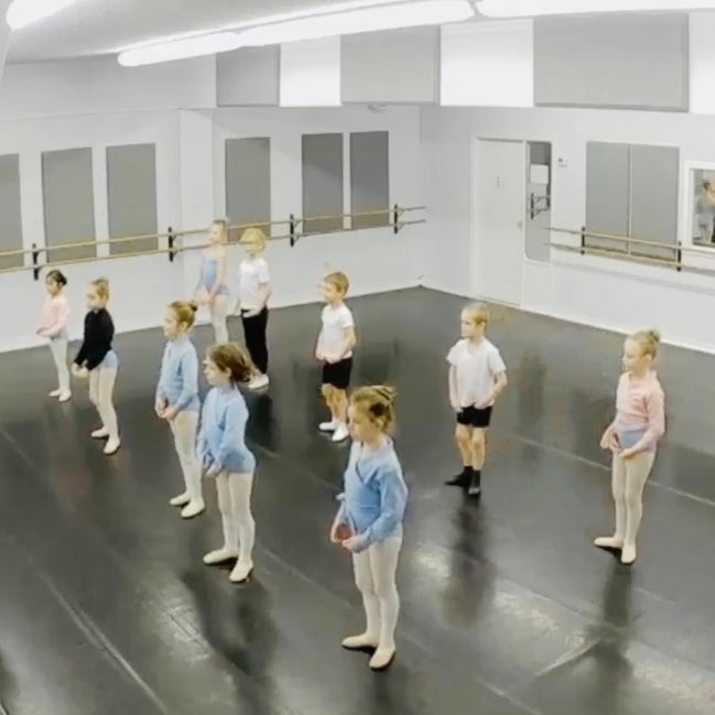 FVAD students in ballet 1 class 2019